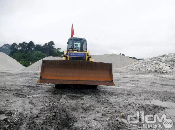 山推SD16推土机施工