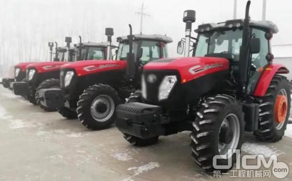 装配潍柴WP6发动机的拖拉机
