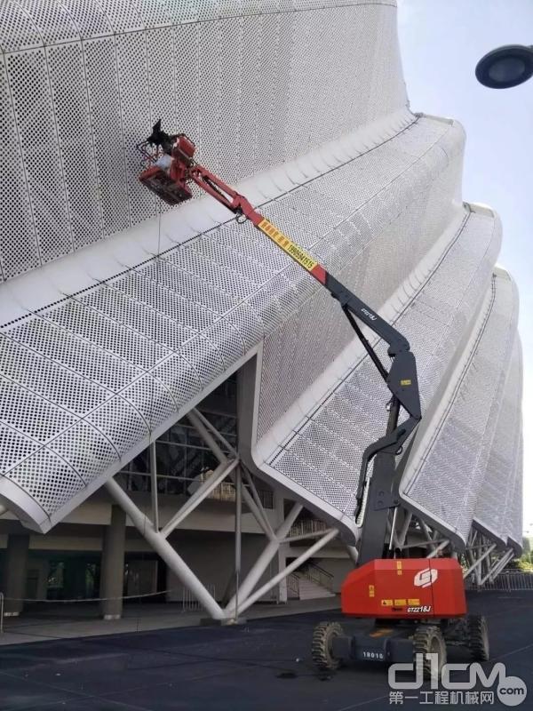 星邦重工18米曲臂式高空作业车在现场作业