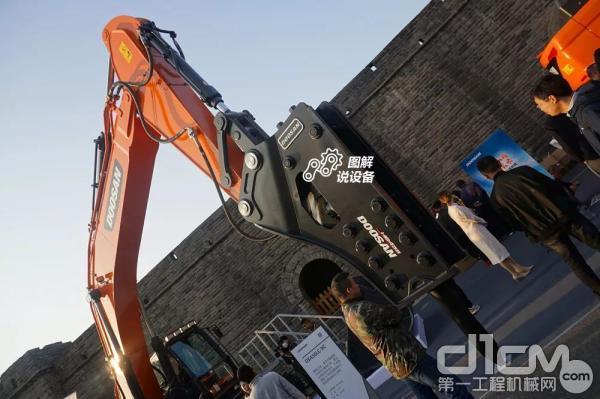 斗山DX450LC-9C挖掘机工作重量43t