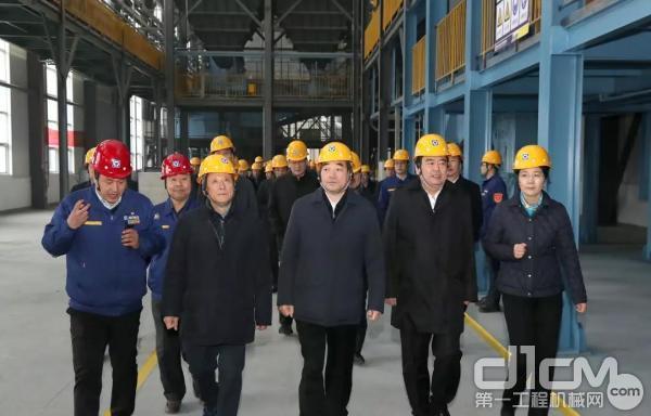 徐州市委书记周铁根一行走进徐工精密铸造高端零部件产业基地