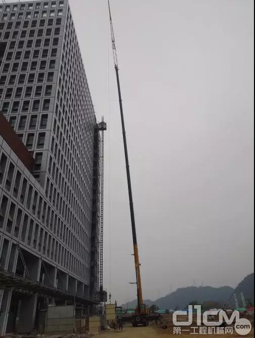 柳工起重机高空吊装