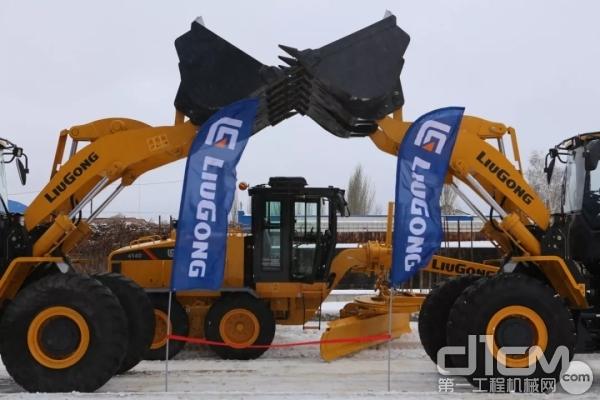 柳工明星产品CLG855H<a href=http://product.d1cm.com/zhuangzaiji/ target=_blank>装载机</a>,CLG4140平地机