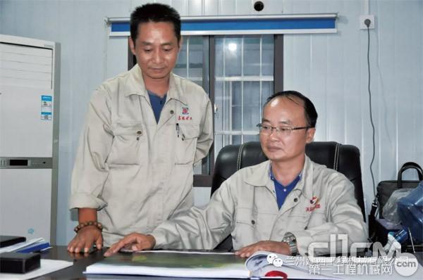 江瑞冶金新材料实行总裁周文明(右)总经理李平(左)