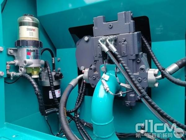 山河智能SWTC10伸缩臂履带起重机泵室