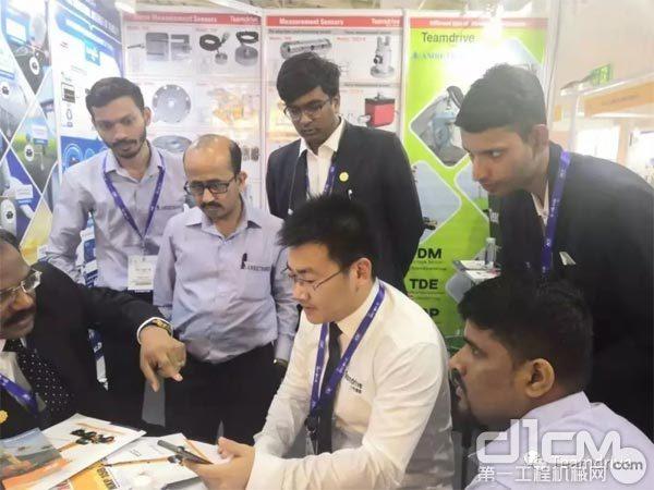 天工俊联国际销售总监在印度康马展