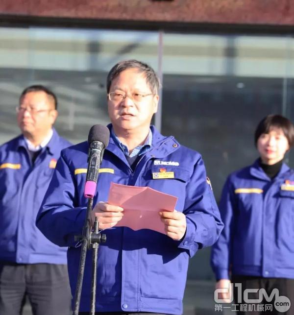 徐工基础事业部党委书记、总经理孔庆华向全体员工致新年贺辞
