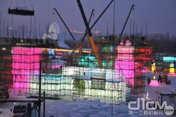 """徐工起重机建造""""冰雪之城"""""""