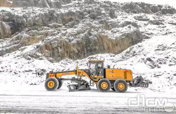 GR3505平地机内蒙露天矿施工