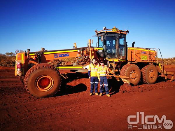 徐工矿用平地机服务团队在澳大利亚矿山