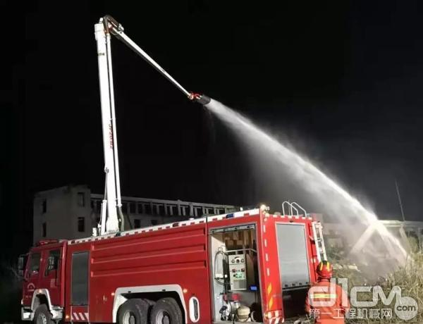 徐工消防车参与救援