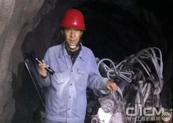 源能公司泸沽铁矿项目赵经理巡视检查现场