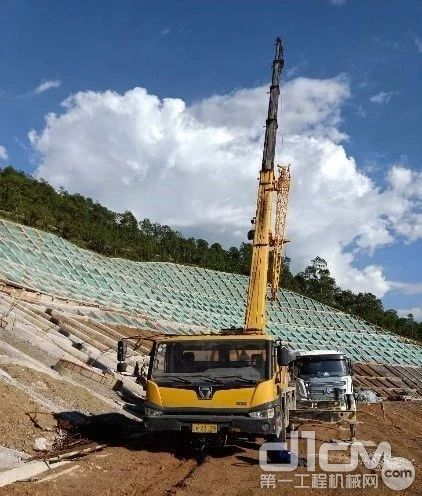 QY25K5-1在云南省迪庆藏族自治州迪庆开发区助力丽香高速公路建设