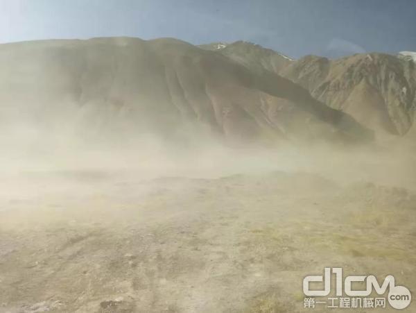 山推挖掘机高原试验现场