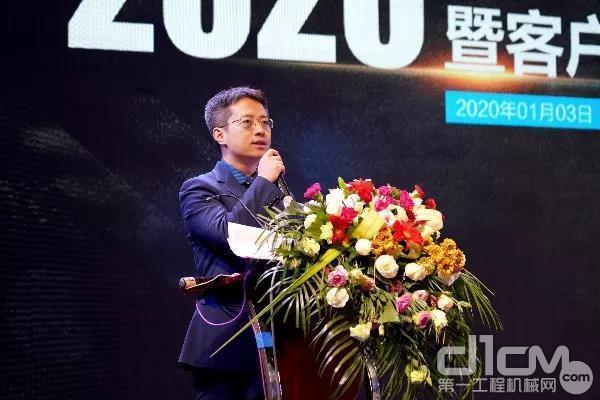 企业总经理助理兼营销企业总经理吴步昇主持会议