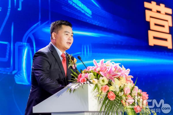 上汽红岩副总经理、营销公司总经理杨培强做营销报告