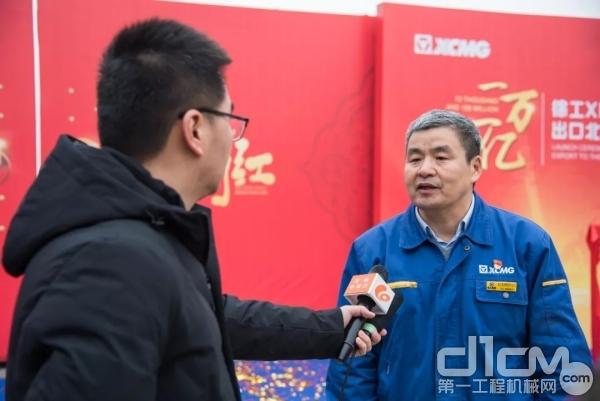 王庆祝接受媒体采访