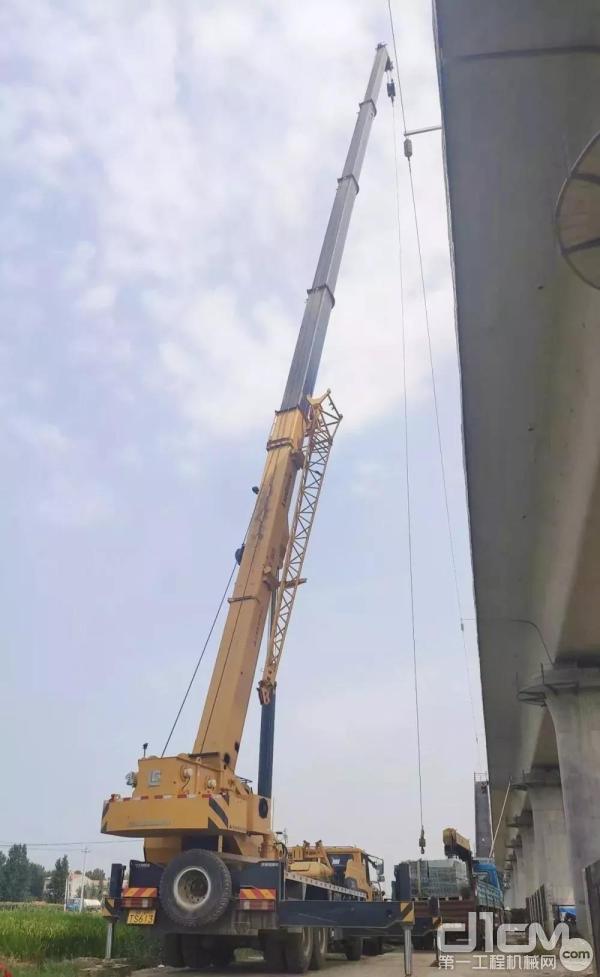 东风康明斯助力柳工郑万高铁建设