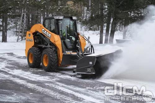 凯斯滑移装载机除雪