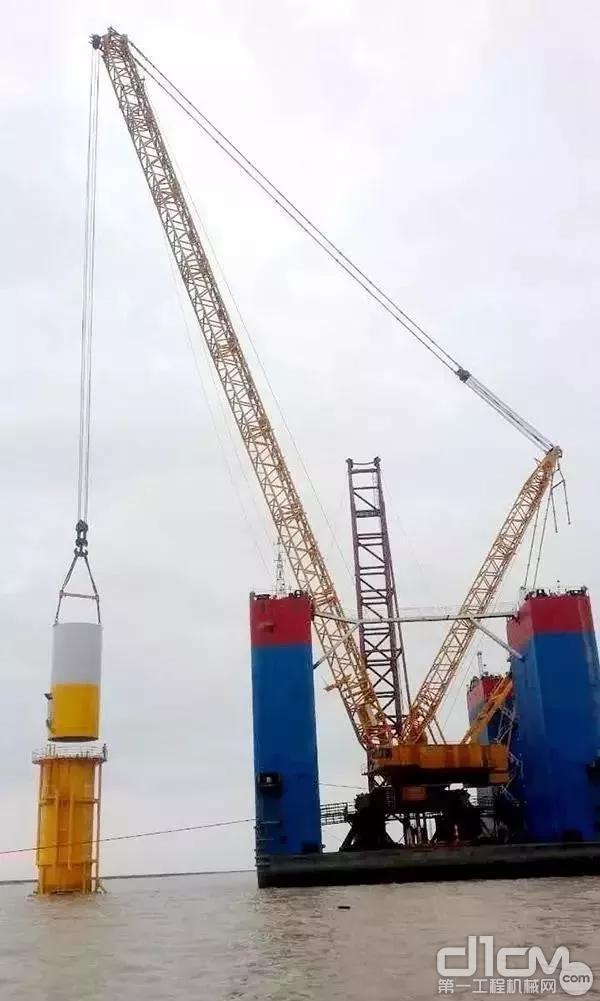 徐工XGC28000挑战海上风电吊装