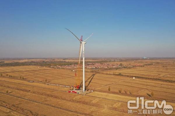 徐工XGC12000履带起重机于天津风电场首秀