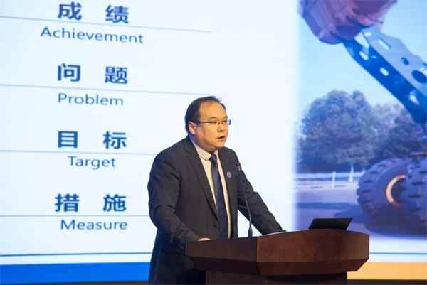 徐工铲运机械事业部副总经理刘鹏作营销工作报告