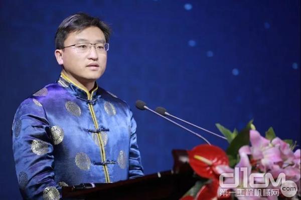 山推股份企业总经理、进出口企业董事长张民