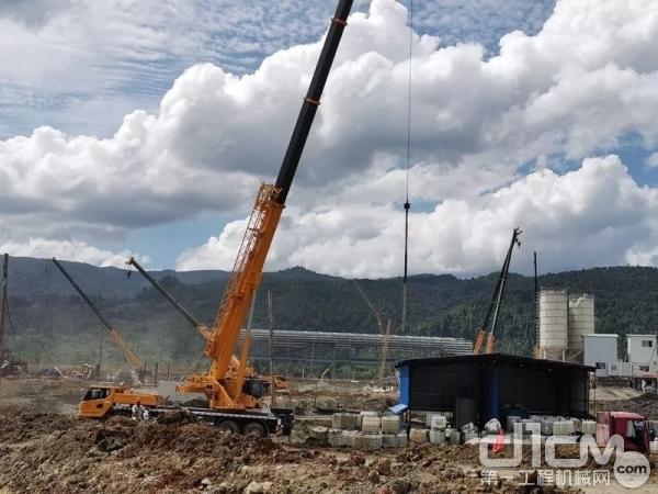 徐工起重机在印尼吊装作业