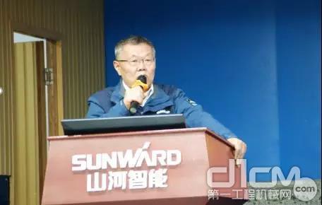 山河智能董事长、首席专家何清华