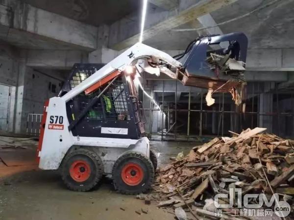 山猫S70<a href=http://product.d1cm.com/huayizhuangzaiji/ target=_blank>滑移装载机</a>