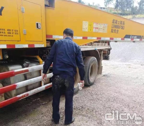 李海波为客户检修设备