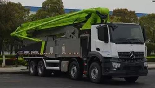▲新一代奔驰底盘AROCS系列泵车4桥56米