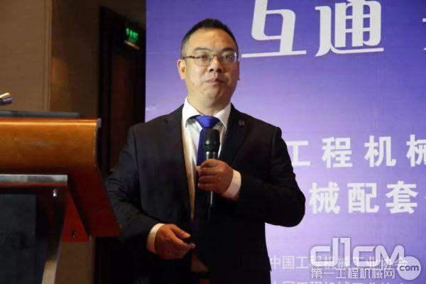 柳州柳工液压件有限企业总经理蒋拓作主题演讲