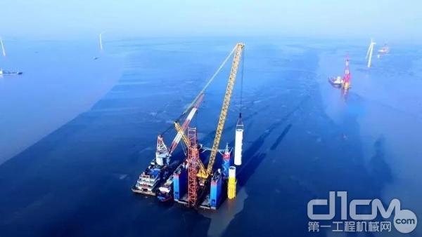 XGC28000开创千吨级履带吊海上风电先河
