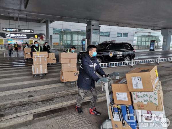 中联重科首批海外采购医疗防护物资运抵长沙