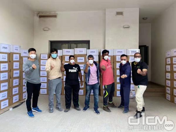 中联重科迪拜子公司员工齐心协力打包医疗防护物资
