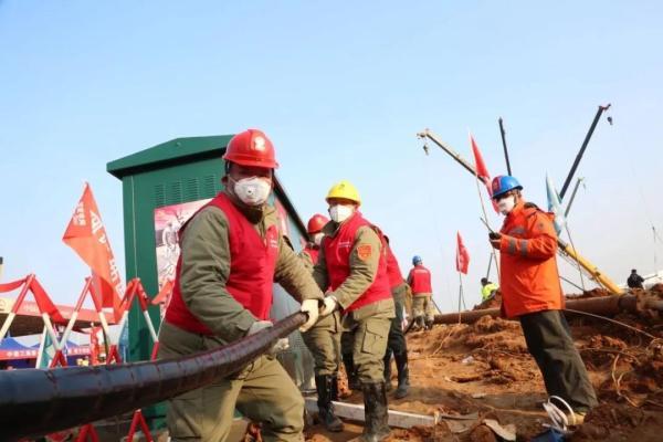2月1日凌晨,武汉火神山医院完成电力工程施工