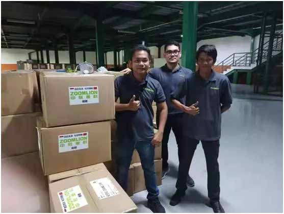 △中联重科印尼员工打包医疗防护物资准备登机