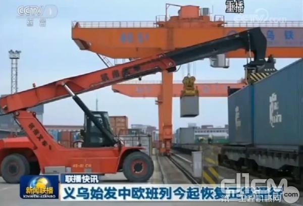 2月10日下午16时许,浙江义乌铁路口岸的中欧班列恢复正常通行