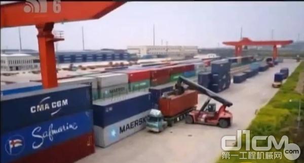 杭叉45吨集装箱正面吊运机工作