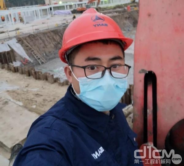 三一泵送服务工程师谢健生现场作业