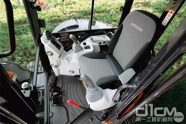 日立ZX55USR-5A驾驶室内部(点击图片询价)