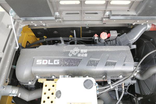 E6500F挖掘机搭载沃尔沃SD130A型发动机