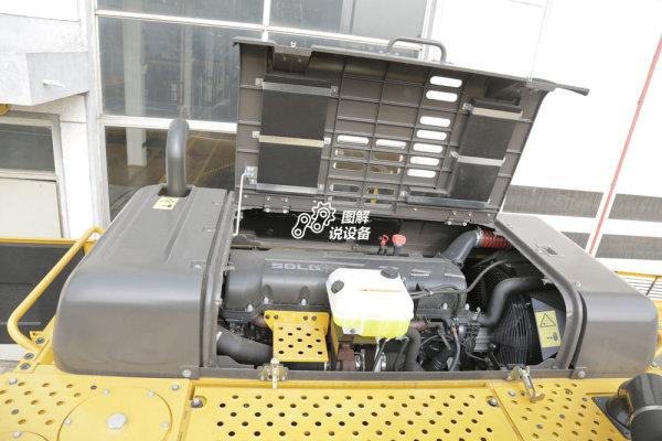 突出的维修平台更便利对发动机进行维护保养。