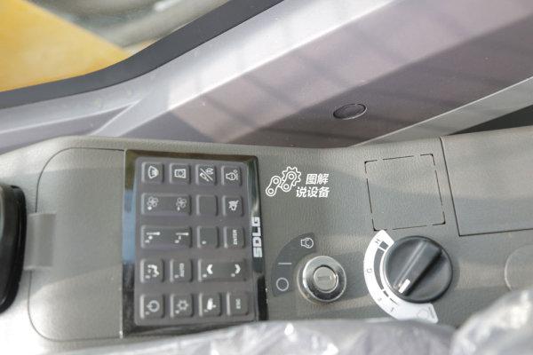 各种功能按钮聚集在右侧。