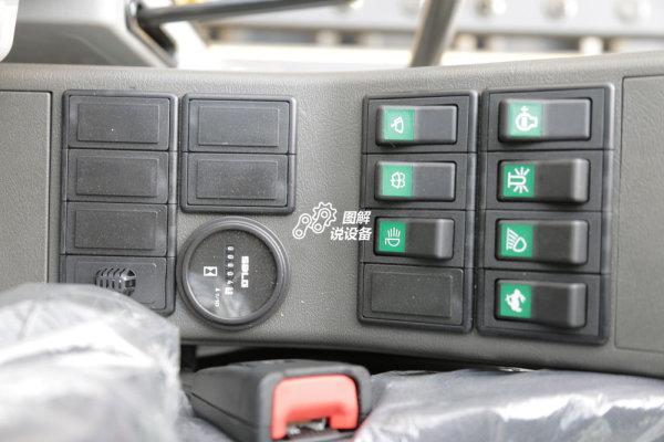 小时计和各类电器开关设置在左侧。