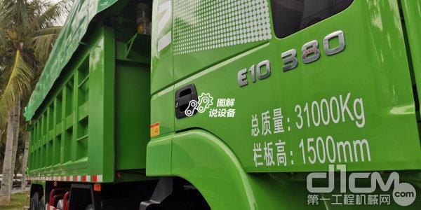 8×4驱动模式,整备质量14000kg