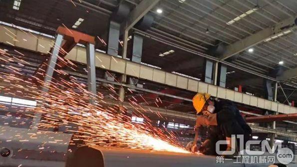 设备需求短期受到冲击,工程机械龙头公司的价值属性将增强?