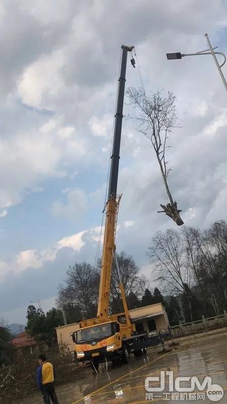 徐工QY25K5C园林绿化项目施工现场