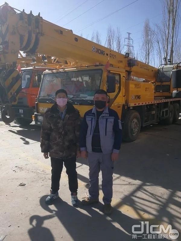 在西宁,徐工服务工程师王闯毅走访客户,为客户提供施工服务保障!